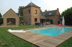 Dřevěná terasa k bazénu ze dřeviny Padouk