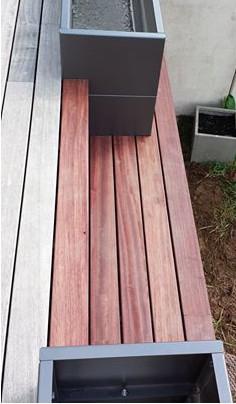 Dřevěná terasa z padouku - srovnání nové části a starší zešedlé