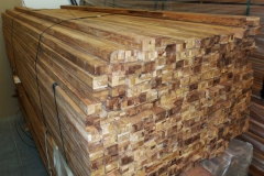 svazek dřevěných hranolů merbau skladem