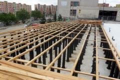 Podepření konstrukce pro dřevěnou terasu pomocí vysokých rektifikačních terčů Buzon