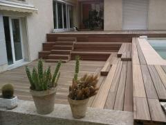 Schodovitá dřevěná terasa Softline (Vetedy Group)
