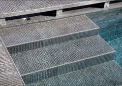 Venkovní dlažba Kronos - odtok bazénu