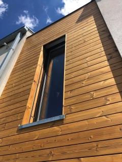 Dřevěné fasády z thermoborovice s klasickým uchycením