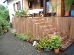 Schody na vyvýšenou terasu Softline, dřevina Jaya (Arkobois)
