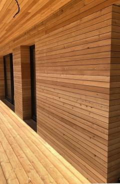 Dřevěná fasáda ze sibiřského modřínu