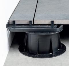 Použití U-EDGE podpěry pro dořezy dlažby na okrajích teras