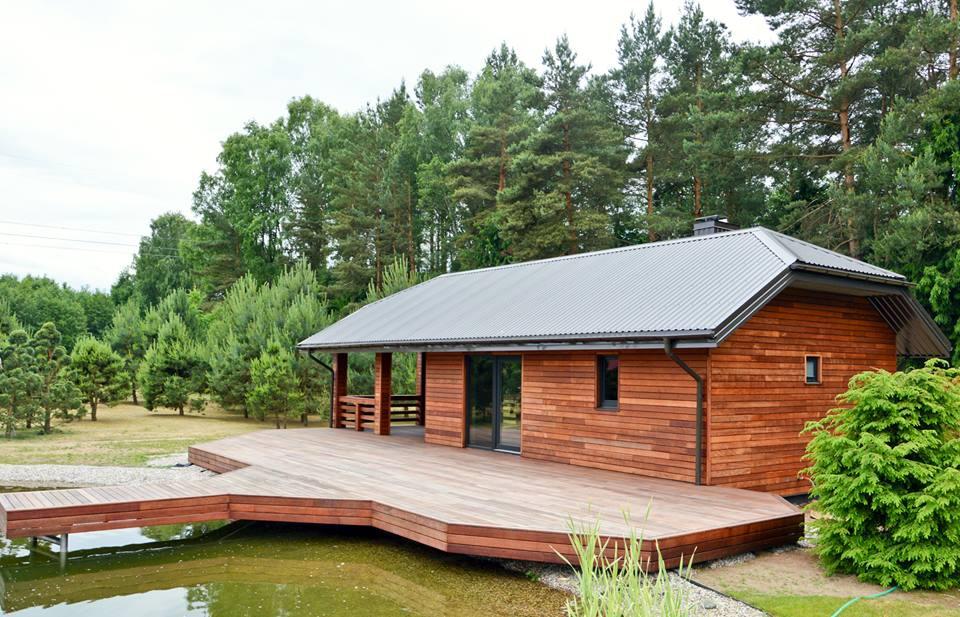 Dřevěná fasáda s terasa z merbau