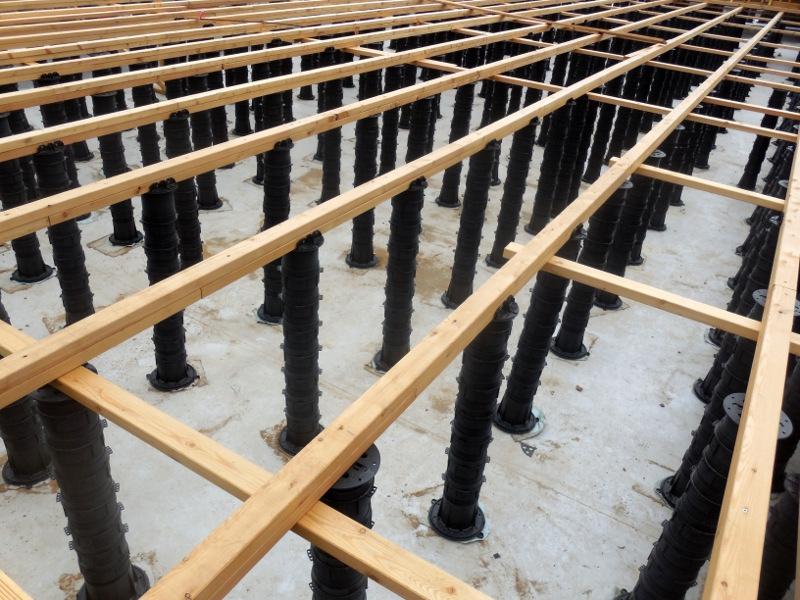 Podepření konstrukce pro dřevěnou vyvýšenou terasu