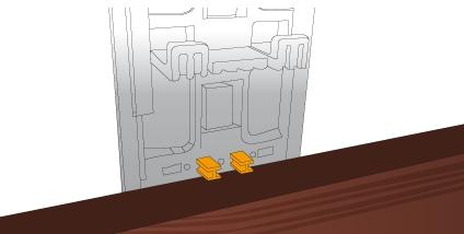 Přichycení prkna během instalace dalšího klipu