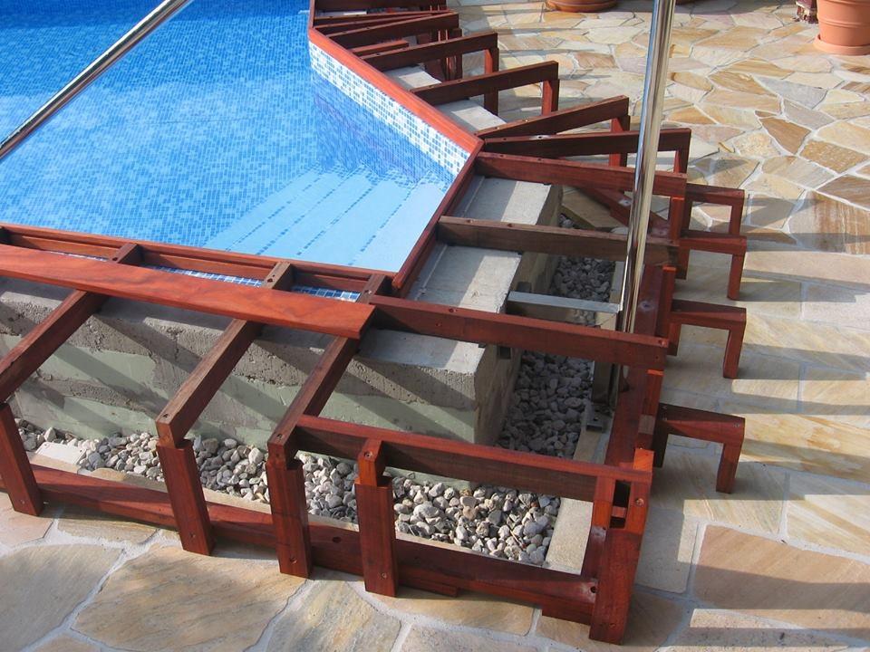 Ukázka podkladní konstrukce pro dřevěnou terasu