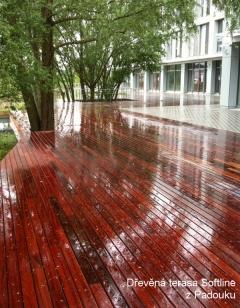 Dokončená dřevěná terasa Softline z Padouku