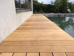 Dřevěná terasa Gerapa u jezírka - 2018
