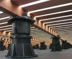 Podepření dřevěné terasy pomocí nivelizačních terčů BUZON