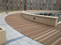Možnost kombinace dlažby a dřeva