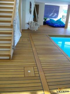 Dřevěná podlaha u bazénu v interiéru - Teak Softline 3