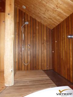 Dřevěné obložení sprchového koutu - Softline Padouk