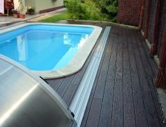 Wpc desky Likewood 23 odstín ořech jako podlaha k bazénu