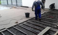 Montáž wpc terasy z plných wpc prken 23x150 mm, odstín terra