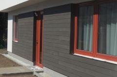 Detail wpc fasády v šedé barvě