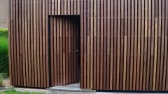 Vertikální dřevěná fasáda s mezerníky Techniclic (Vetedy)