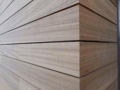 Čistě a přesně - roh dřevěné fasády (ČR)