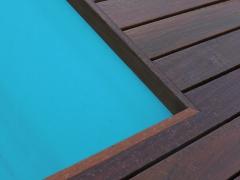Přesně a čistě - zakončení dřevěné terasy u bazénu, Softline Ipe