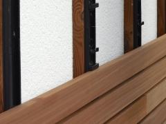 Montáž dřevěné fasády Techniclic Ayous šíře 60mm, mezerníky 10mm