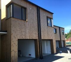 Vertikální instalace dřevěného fasádního obkladu SSS 20x92 mm