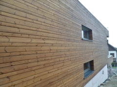 Dřevěné obložení, kombinace šířek prken, neviditelné uchycení Techniclic, severská termoborovice