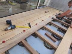 Montáž dřevěné terasy z garapy na terčích Buzon (6/2021)