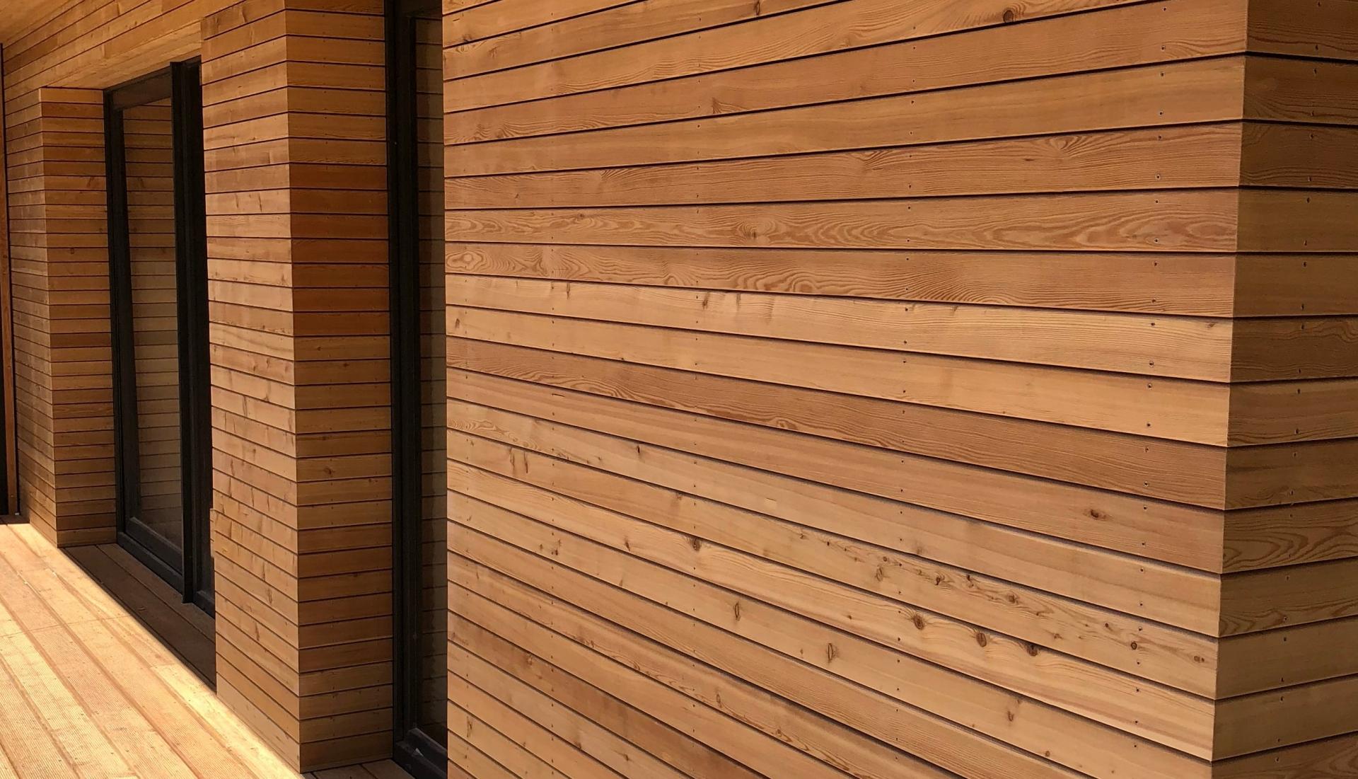 Dřevěné fasády | Fasády & Terasy s.r.o. - Dřevěné fasády Sibiřský modřín - klasické uchycení